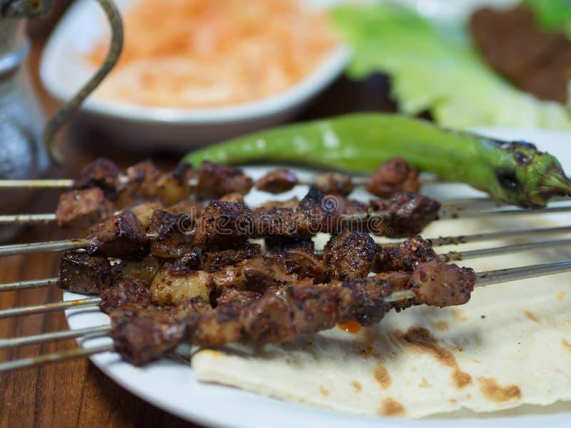 Συκώτι της Τουρκίας Diyarbakir shish kebab στοκ εικόνα