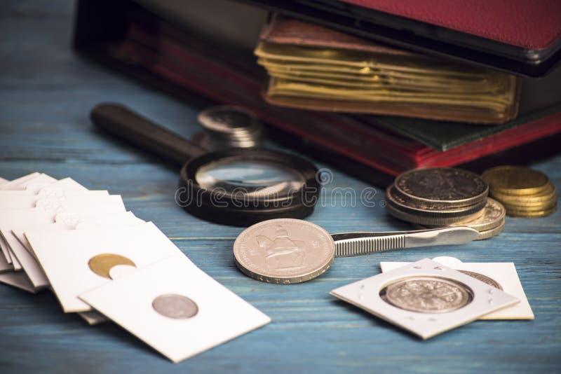 Συλλέξτε τα παλαιά πολύτιμα νομίσματα στοκ εικόνα με δικαίωμα ελεύθερης χρήσης