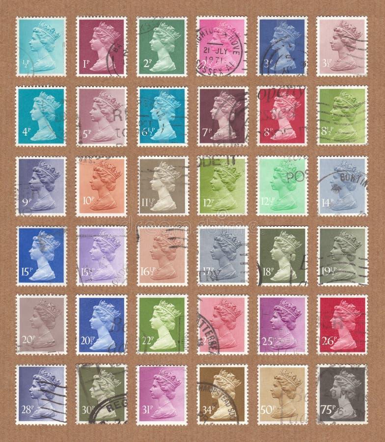 Συλλογή του μικρού μεγέθους, χαμηλή αξία, βρετανικά γραμματόσημα της Royal Mail στοκ φωτογραφίες με δικαίωμα ελεύθερης χρήσης