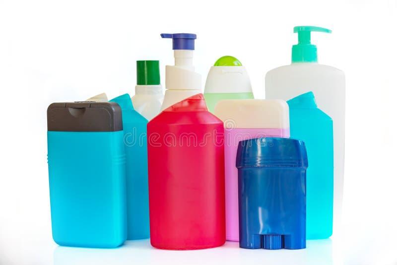 Συλλογή των ζωηρόχρωμων πλαστικών μπουκαλιών και των εμπορευματοκιβωτίων των προϊόντων υγιεινής στοκ εικόνα