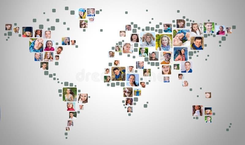 Συλλογή των πορτρέτων ανθρώπων που τοποθετούνται ως μορφή παγκόσμιων χαρτών επιχειρησιακή έννοια σφαιρική απεικόνιση αποθεμάτων