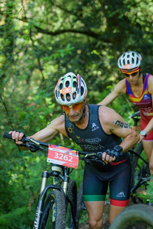 Συμμετέχοντες στη διαγώνια ελίτ triathlon & το U23 του πρωταθλήματος πολυ-αθλητικών κόσμων στοκ εικόνες