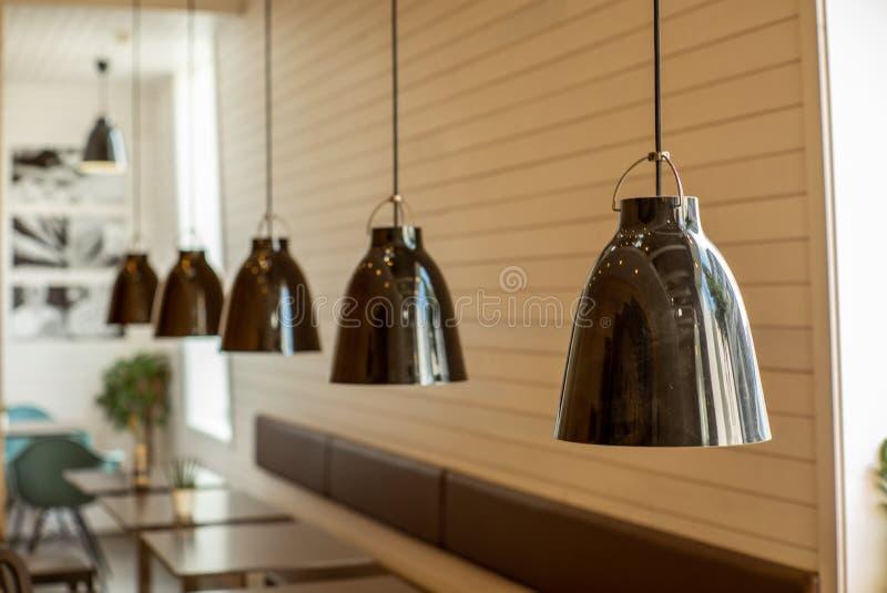 Συμμετρικοί λαμπτήρες σε ένα δωμάτιο στη Νορβηγία στοκ εικόνες