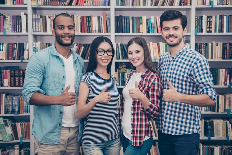 Συμπαθούμε την εκπαίδευση! Επιτυχές μέλλον για την έξυπνη νεολαία! Attra τέσσερα στοκ εικόνες με δικαίωμα ελεύθερης χρήσης