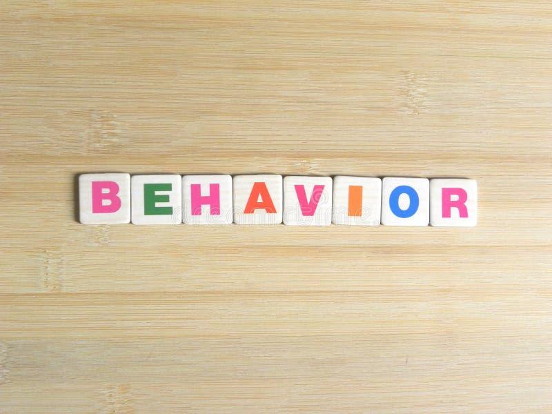 Συμπεριφορά λέξης στο ξύλινο υπόβαθρο στοκ φωτογραφία