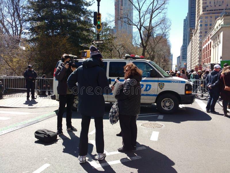 Συνέντευξη ειδήσεων, Μάρτιος για τις ζωές μας, διαμαρτυρία για τη μεταρρύθμιση πυροβόλων όπλων, NYC, Νέα Υόρκη, ΗΠΑ στοκ εικόνες