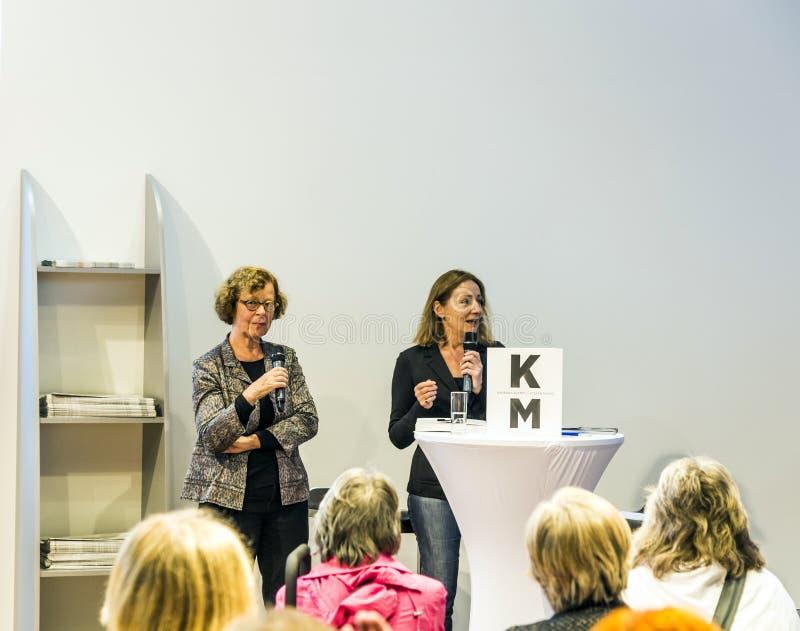 Συνέντευξη με τη Barbara Klemm στην έκθεση 2014 βιβλίων της Φρανκφούρτης στοκ φωτογραφίες