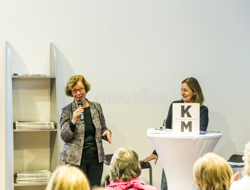 Συνέντευξη με τη Barbara Klemm στην έκθεση 2014 βιβλίων της Φρανκφούρτης στοκ εικόνες