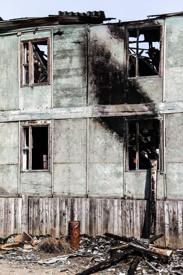 Συνέπεια μιας πυρκαγιάς στο σπίτι στοκ εικόνα