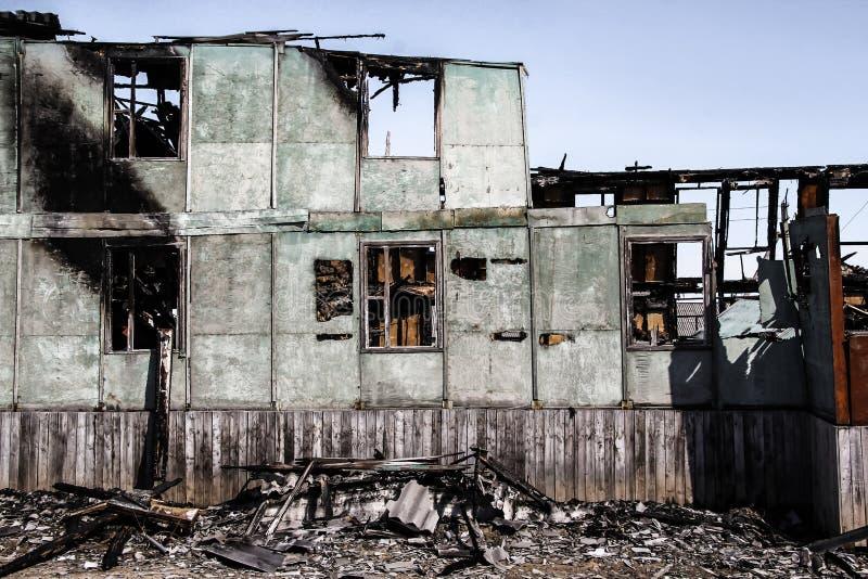 Συνέπεια μιας πυρκαγιάς στο σπίτι στοκ εικόνα με δικαίωμα ελεύθερης χρήσης