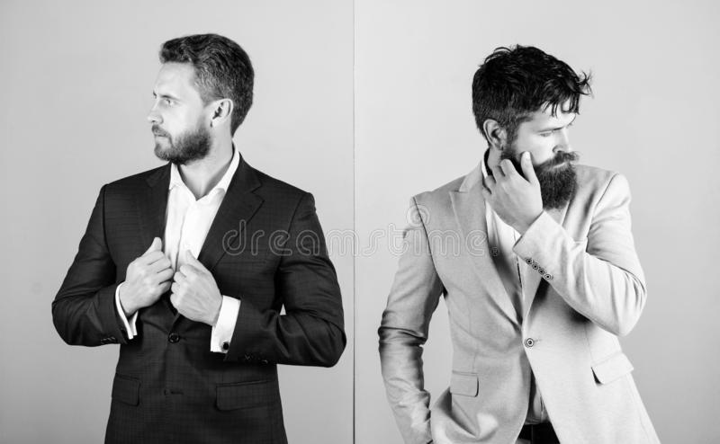 Συνέταιροι με τα γενειοφόρα πρόσωπα Πολυτέλεια επιχειρησιακής μόδας menswear Επίσημη εξάρτηση για το διευθυντή Επιχειρηματίας μον στοκ εικόνα
