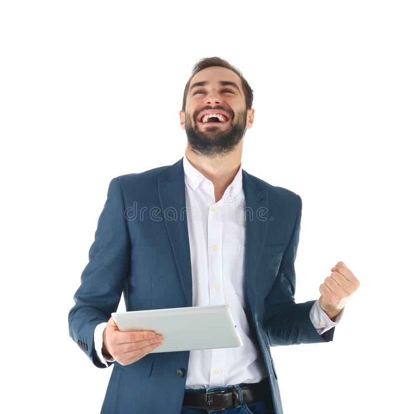 Συναισθηματικός επιχειρηματίας στην ένδυση γραφείων με τη νίκη εορτασμού ταμπλετών στοκ εικόνα με δικαίωμα ελεύθερης χρήσης