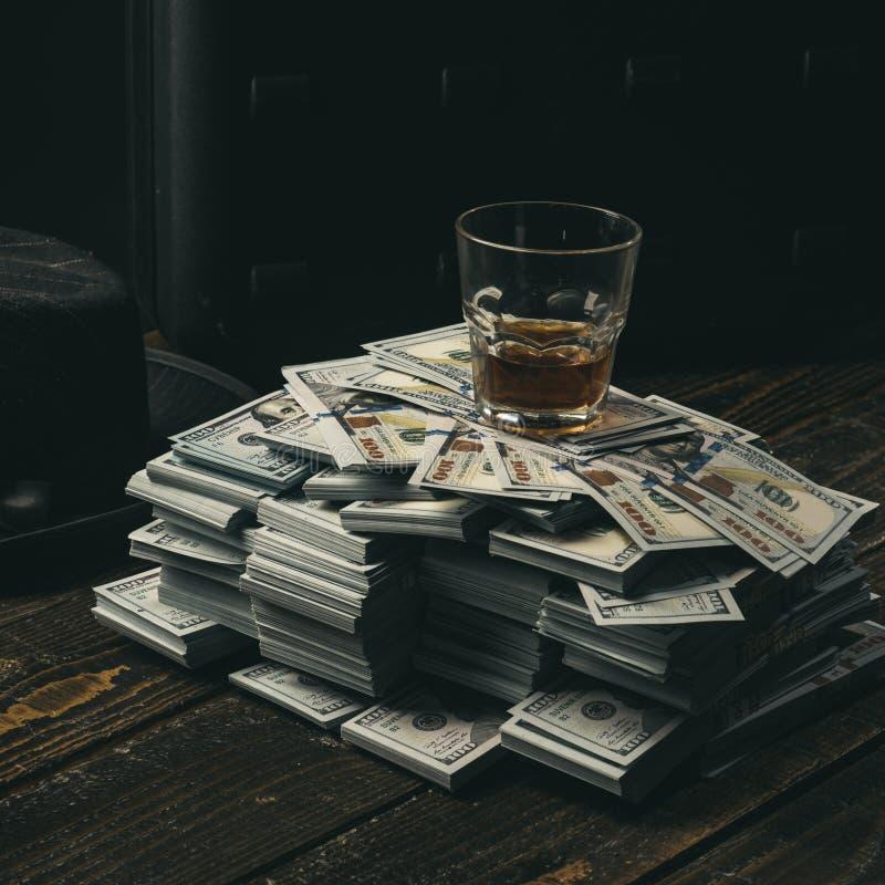 Συναλλαγή χρημάτων casino γραφείο λογιστών εννοιολογικό wellness χρημάτων εικόνας χρηματοδότησης οικονομίας bookishly Σωρός των χ στοκ εικόνες
