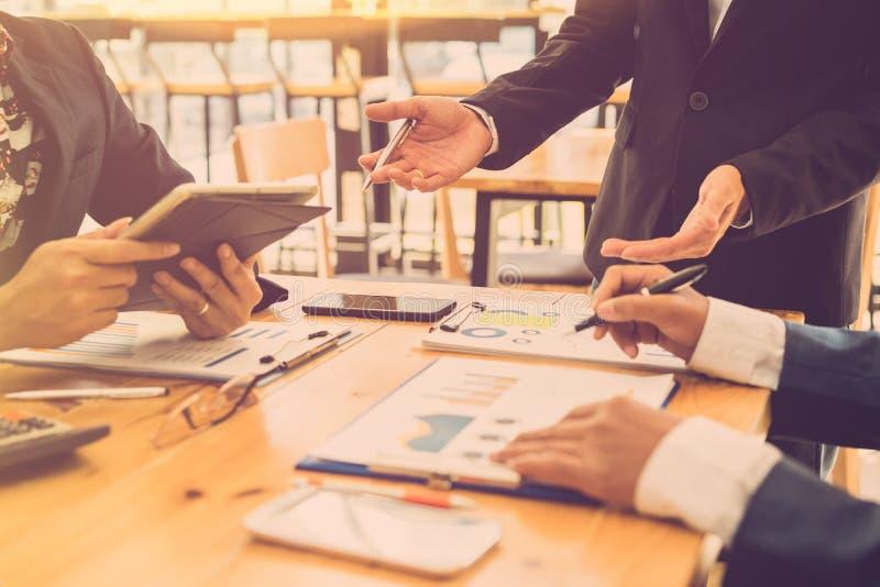 Συνανμένος εταιρική έννοια ομάδων διοικητικών συμβουλίων 'brainstorming' επιτυχίας στοκ εικόνα