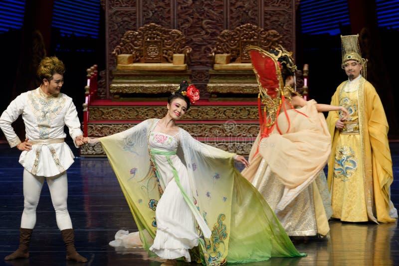 Συναντήστε την πάλι-δεύτερη πράξη: μια γιορτή στην πριγκήπισσα ` μεταξιού δράματος ` χορού παλάτι-έπους στοκ φωτογραφία με δικαίωμα ελεύθερης χρήσης