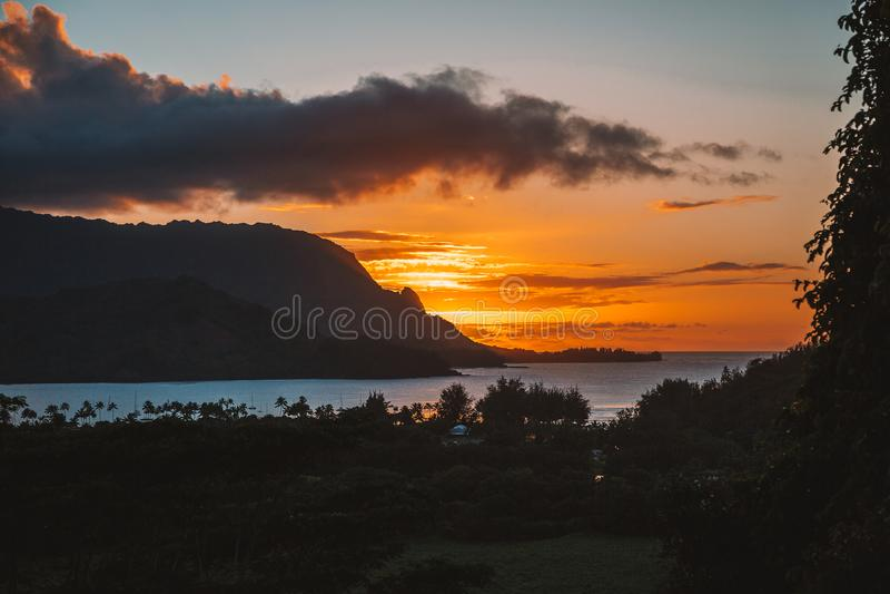 Συναρπαστική άποψη ηλιοβασιλέματος πέρα από το Ειρηνικό Ωκεανό στοκ φωτογραφία με δικαίωμα ελεύθερης χρήσης