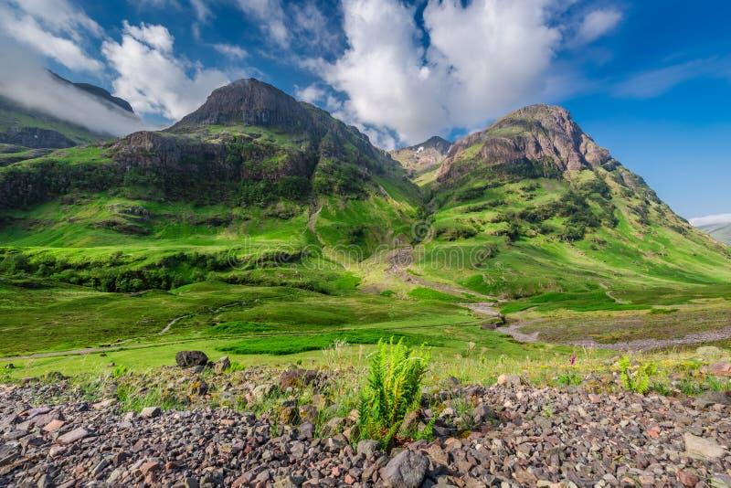 Συναρπαστική άποψη των βουνών σε Glencoe στην ανατολή, Σκωτία στοκ φωτογραφία με δικαίωμα ελεύθερης χρήσης