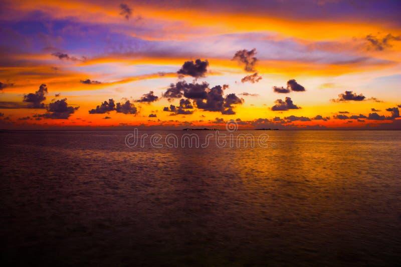 Συναρπαστικό ηλιοβασίλεμα στις Μαλδίβες στοκ φωτογραφίες