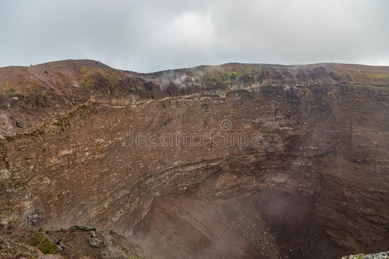 Συναρπαστικό και επικίνδυνο ταξίδι γύρω από την άκρη του ηφαιστείου Βεζούβιος στοκ εικόνες με δικαίωμα ελεύθερης χρήσης