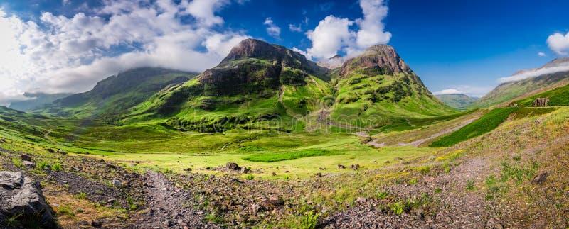 Συναρπαστικό πανόραμα των βουνών σε Glencoe στην ανατολή, Σκωτία στοκ φωτογραφία