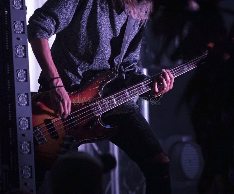 Συναυλία κιθαριστών κιθάρων στοκ εικόνα με δικαίωμα ελεύθερης χρήσης
