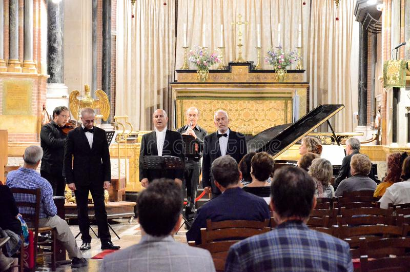 Συναυλία μέσα σε μια εκκλησία στοκ φωτογραφία με δικαίωμα ελεύθερης χρήσης