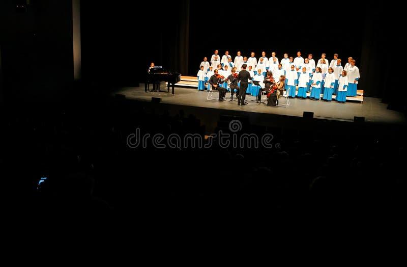 Συναυλία Χριστουγέννων από τη νέα χορωδιακή ευρεία άποψη θεαμάτων Blavets de lluc φωνών στοκ φωτογραφία με δικαίωμα ελεύθερης χρήσης
