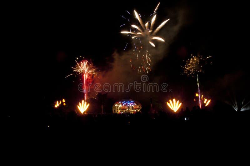 Συναυλία και Fie=reworks στοκ εικόνα