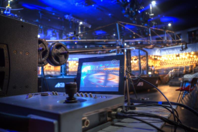 Συναυλία με το πυροβολισμό στη TV στοκ εικόνα με δικαίωμα ελεύθερης χρήσης