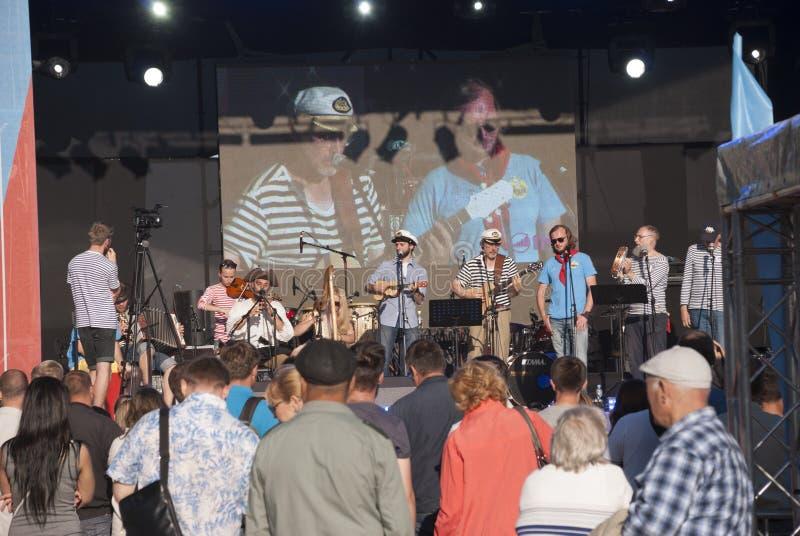 Συναυλία στην παραλία του Peter και του φρουρίου του Paul προς τιμή τις διακοπές στοκ φωτογραφία