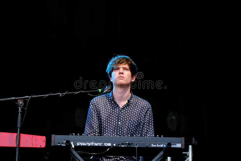 Συναυλία του James Blake, ηλεκτρονικοί παραγωγός μουσικής & τραγουδιστής-τραγουδοποιός από το Λονδίνο, σε Matadero de Μαδρίτη στοκ εικόνα