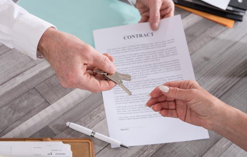 Συναλλαγή ακίνητων περιουσιών στοκ εικόνα με δικαίωμα ελεύθερης χρήσης