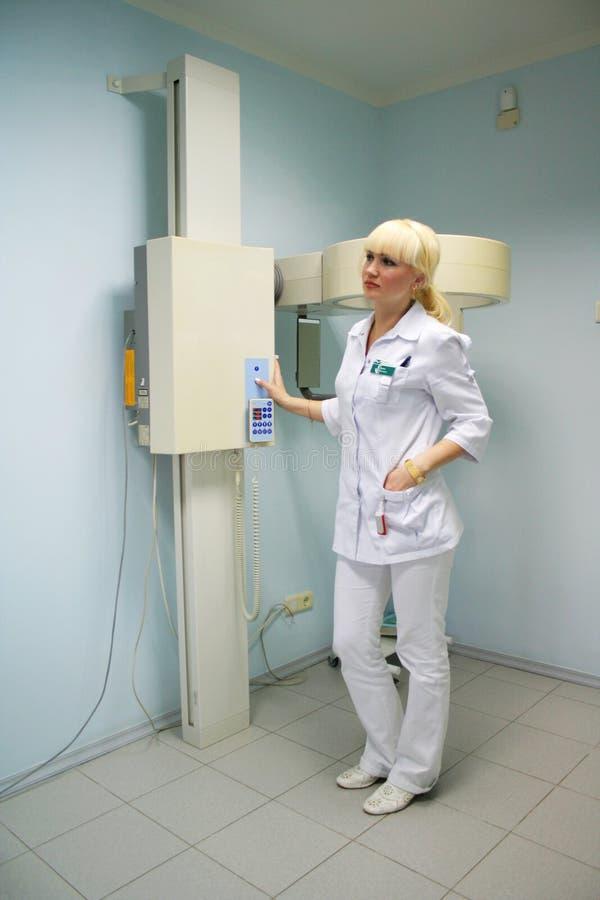 συνδέει τις ακτίνες Χ εξοπλισμού γιατρών στοκ φωτογραφία με δικαίωμα ελεύθερης χρήσης