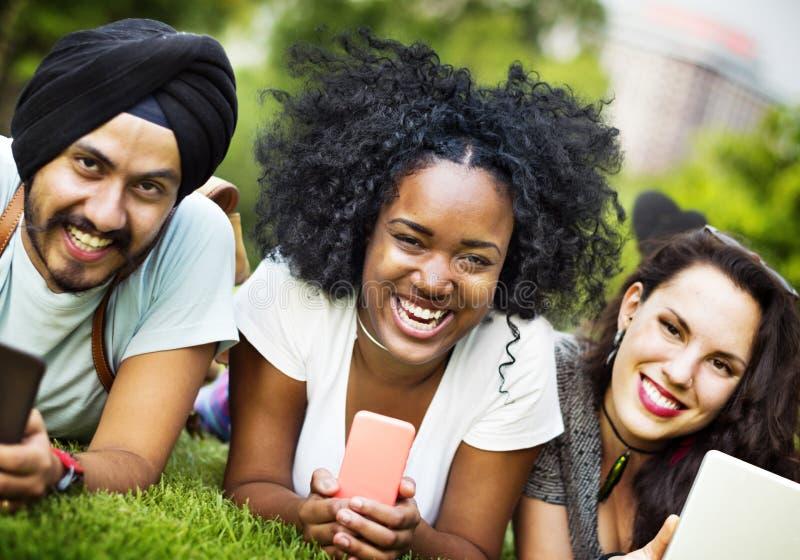 Συνδέοντας κοινοτική έννοια ενότητας ενότητας ομάδας φίλων στοκ εικόνες