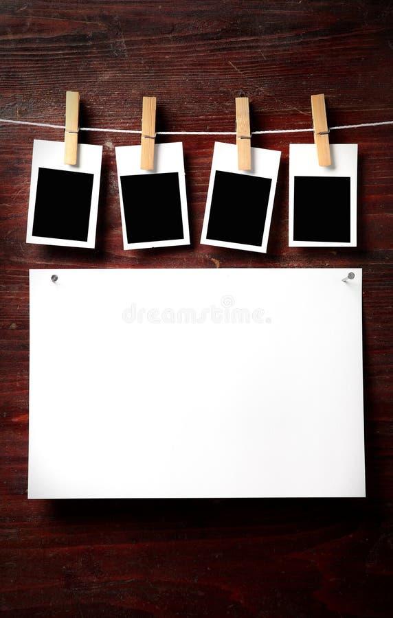 συνδέστε το σχοινί καρφιτσών φωτογραφιών εγγράφου ενδυμάτων με Δωρεάν Στοκ Φωτογραφία