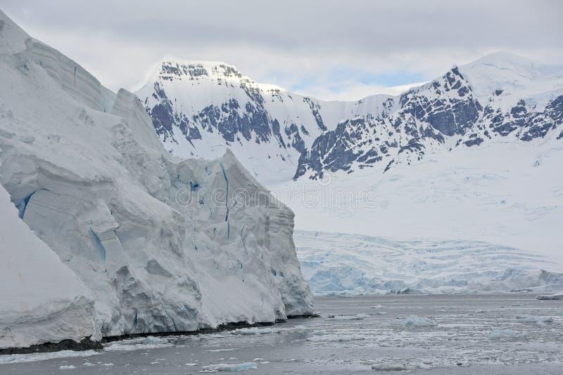 Συνεδρίαση δύο παγετώνων στην Ανταρκτική στοκ φωτογραφίες με δικαίωμα ελεύθερης χρήσης