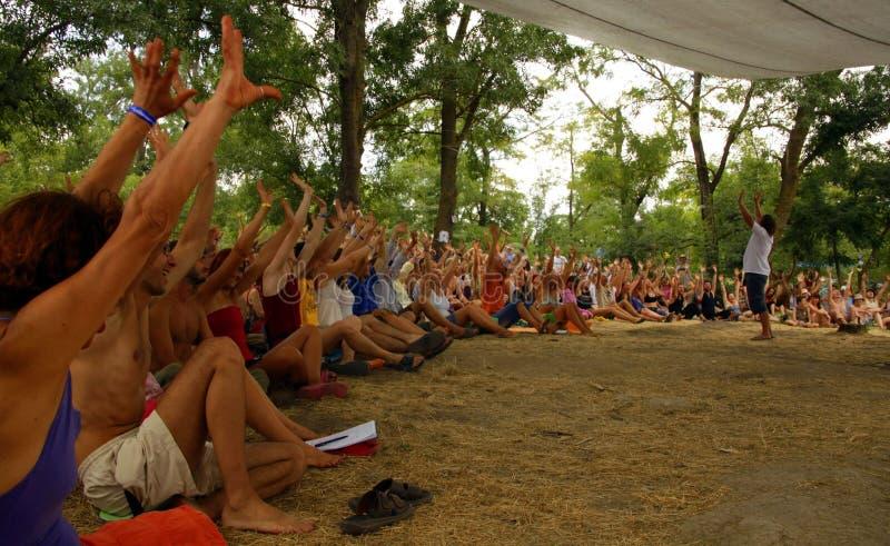 Συνεδρίαση στο θερινό φεστιβάλ στοκ εικόνες με δικαίωμα ελεύθερης χρήσης