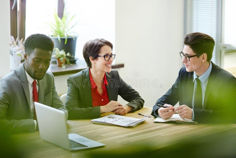 Συνεδρίαση της παραγωγικής εργασίας στοκ εικόνες με δικαίωμα ελεύθερης χρήσης