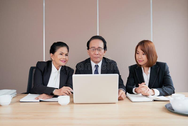 Συνεδρίαση των διευθυντών επιχείρησης στοκ εικόνα