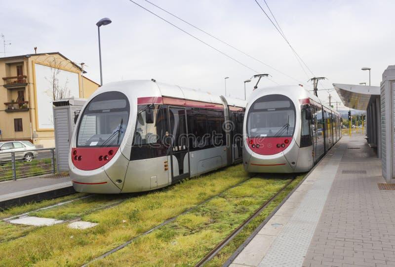 συνερχόμενη μεταφορά τραίνων σταθμών αστική στοκ εικόνα με δικαίωμα ελεύθερης χρήσης