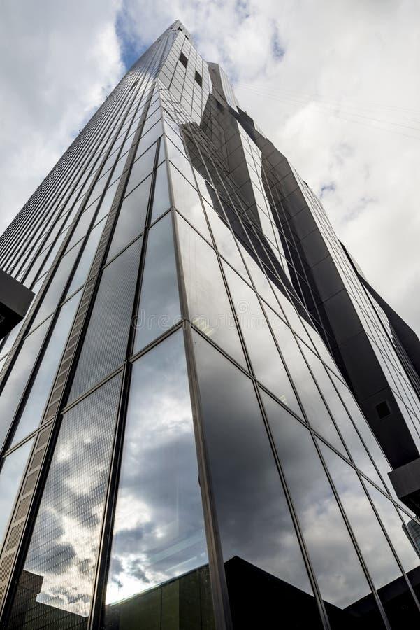 ΣΥΝΕΧΗΣ πύργος της Βιέννης - σύγχρονη αρχιτεκτονική στοκ εικόνες με δικαίωμα ελεύθερης χρήσης