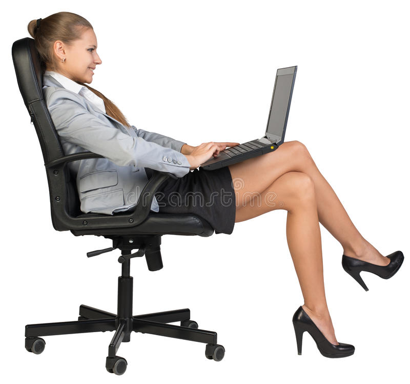 Συνεδρίαση επιχειρηματιών πίσω στην καρέκλα γραφείων, με στοκ εικόνες
