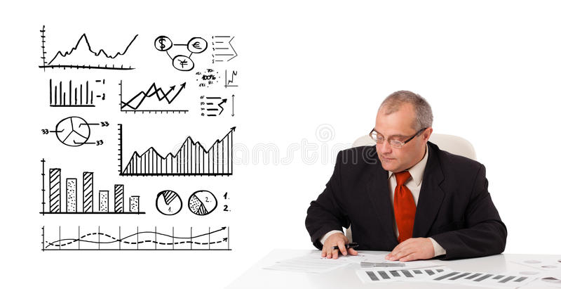 Συνεδρίαση επιχειρηματιών στο γραφείο με τις στατιστικές και τις γραφικές παραστάσεις στοκ εικόνες