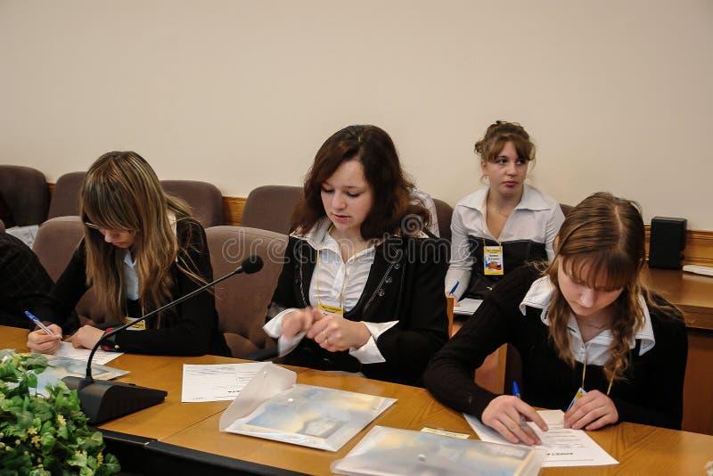Συνεδρίαση με τους σπουδαστές ο κυβερνήτης της περιοχής Kaluga στη Ρωσία στοκ εικόνες με δικαίωμα ελεύθερης χρήσης