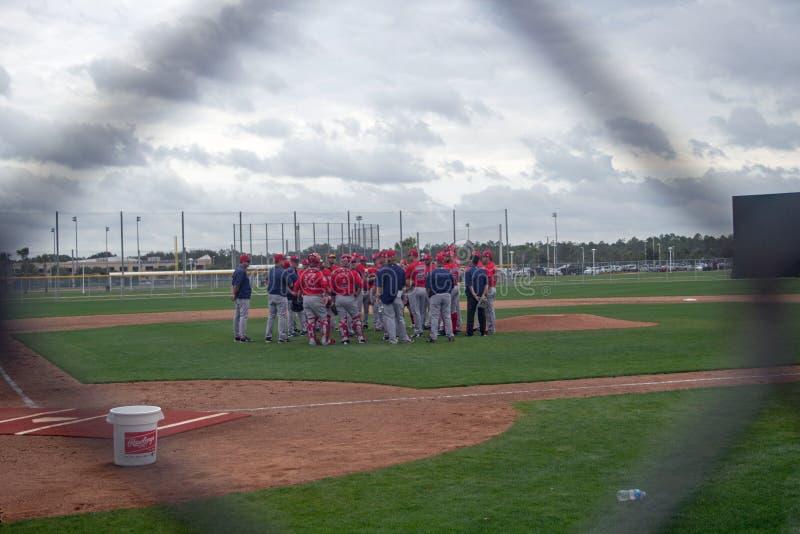 Συνεδρίαση της ομάδας των Boston Red Sox μέσω του Backstop στοκ φωτογραφία