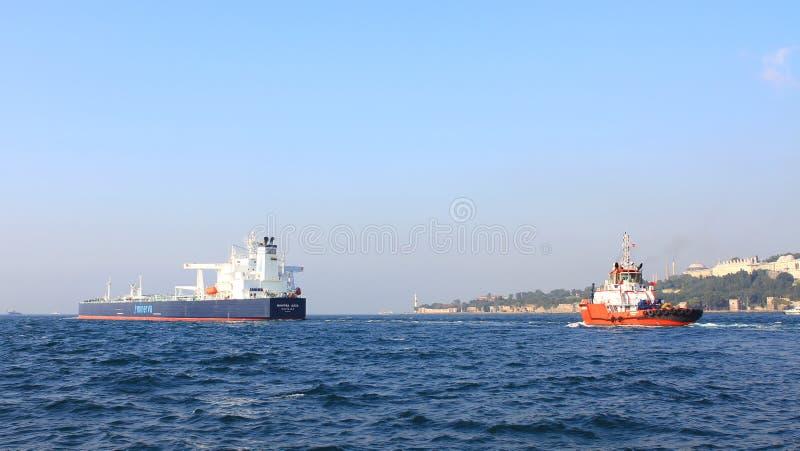 Συνοδεία σκαφών βυτιοφόρων στοκ εικόνα με δικαίωμα ελεύθερης χρήσης