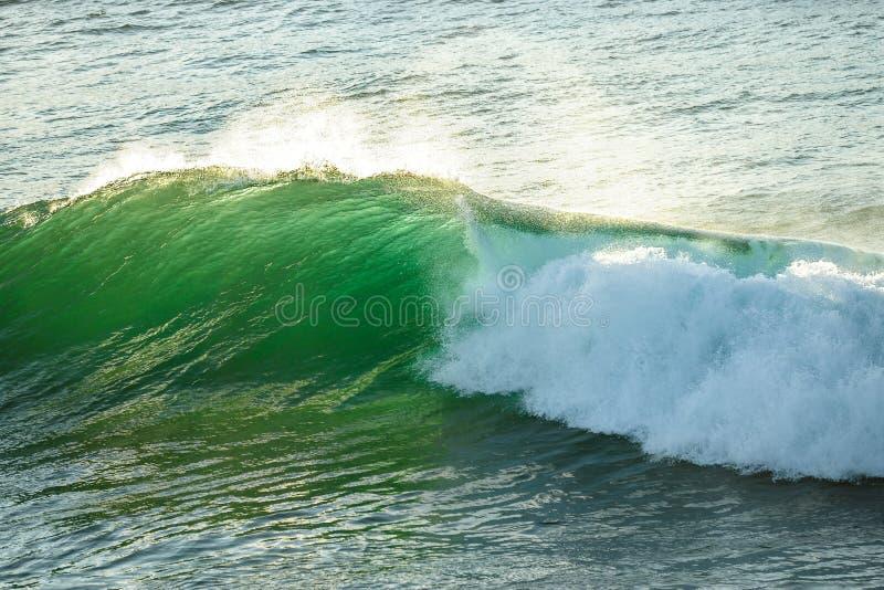 Συντετριμμένο κύμα στον ωκεανό στα κεφάλια Fingal, ενδοχώρα Gold Coast στοκ εικόνα με δικαίωμα ελεύθερης χρήσης