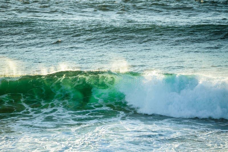 Συντετριμμένο κύμα στον ωκεανό στα κεφάλια Fingal, ενδοχώρα Gold Coast στοκ φωτογραφίες με δικαίωμα ελεύθερης χρήσης