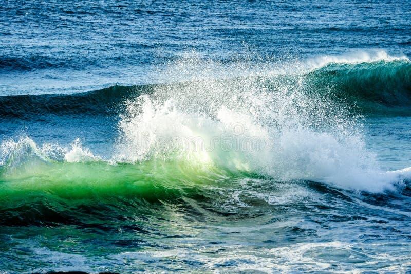 Συντετριμμένο κύμα στον ωκεανό στα κεφάλια Fingal, ενδοχώρα Gold Coast στοκ φωτογραφία με δικαίωμα ελεύθερης χρήσης