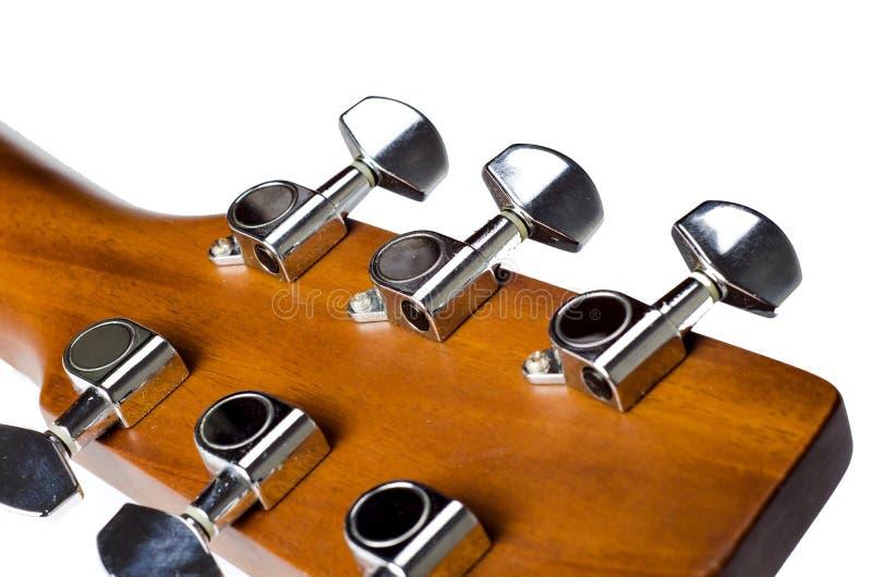 Συντονίστε την κιθάρα στοκ εικόνα με δικαίωμα ελεύθερης χρήσης